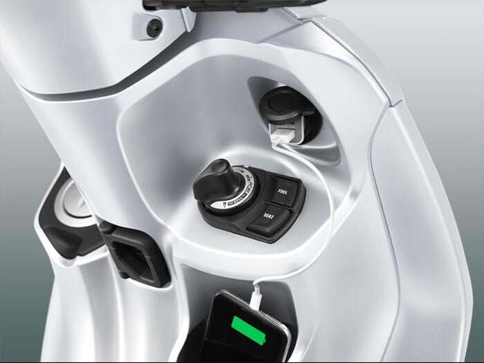 Yamaha Grand Filano Hybrid ปี 2019 ช่องต่อไฟสำรอง