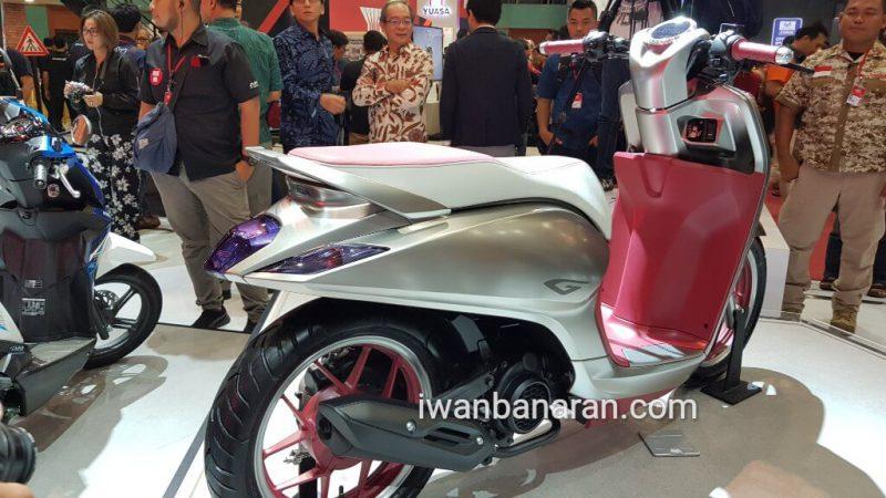 รถจักรยานยนต์ที่ทางค่ายสร้างคอนเซ็ปต์ New Honda Scoopy i 150 ช่วงท้ายรถ