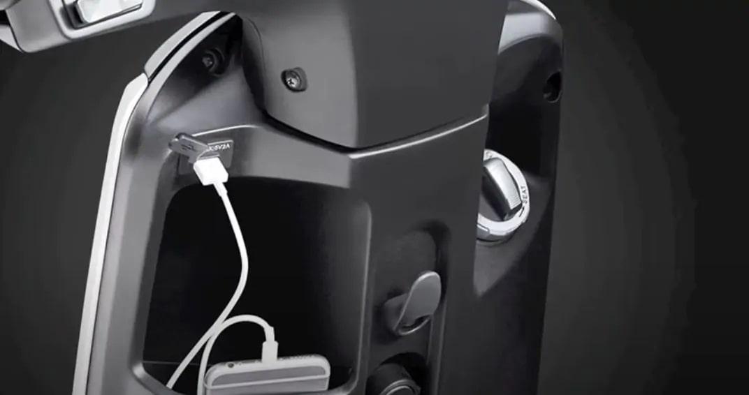 ช่องชาร์จด้านหน้า V-GO สกูตเตอร์ไฟฟ้า
