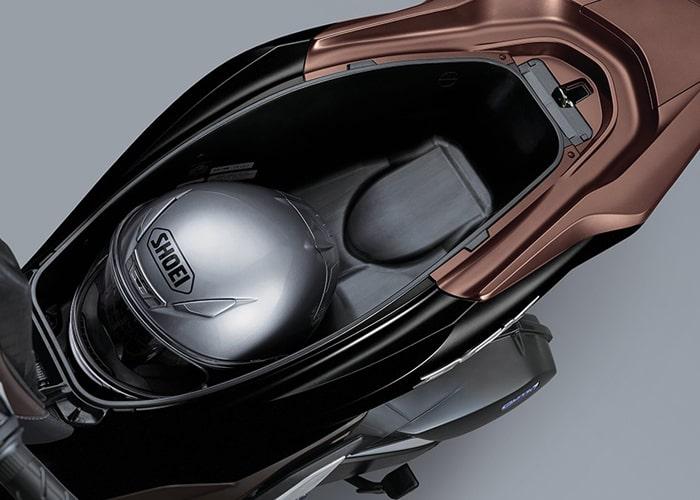 Honda PCX160 2021 ช่องเก็บของใต้เบาะขนาดกว้าง