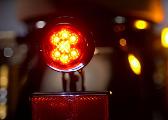 สตาเลี่ยน เอสเอ็ม250 ปี 2020 ไฟท้าย