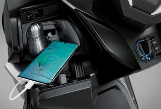 ฮอนด้า ฟอร์ซ่า 350 2020 HIn-console USB Charger & Bottle Holder