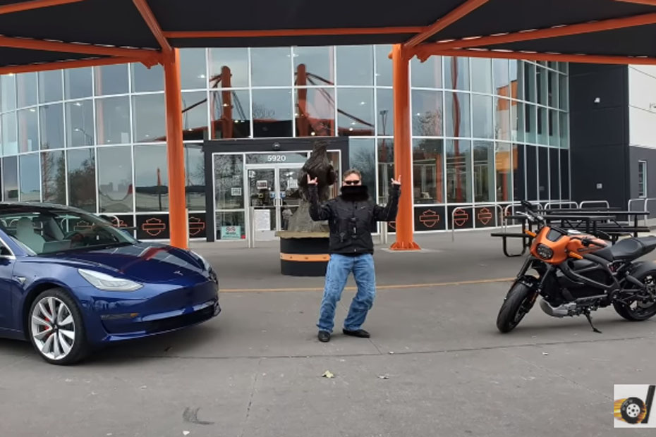 เทียบชัดๆ Harley LiveWire Vs Tesla Model 3 ในการแข่งขัน Drag