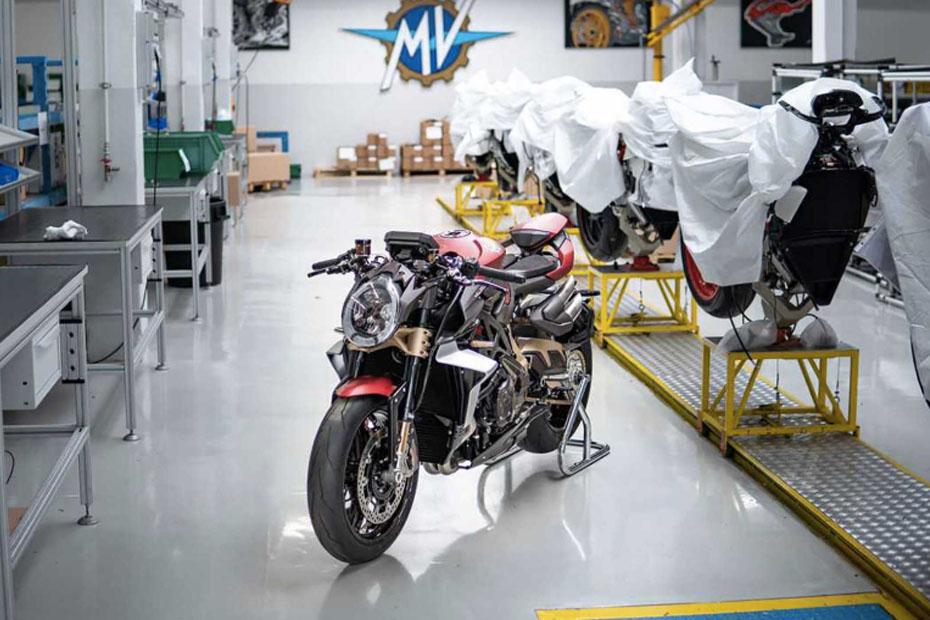 โรงงาน Piaggio และ MV Agusta ถูกบังคับให้หยุดการผลิตและกิจกรรมต่างๆ ชั่วคราว