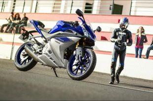 2015-Yamaha-YZF-R125-EU-Race-Blu-Static-004