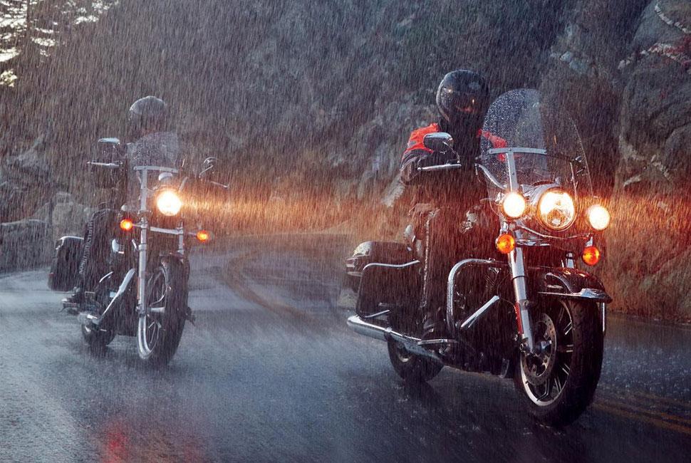 ภาพ ขับทัวร์ริ่งเวลาฝนตก