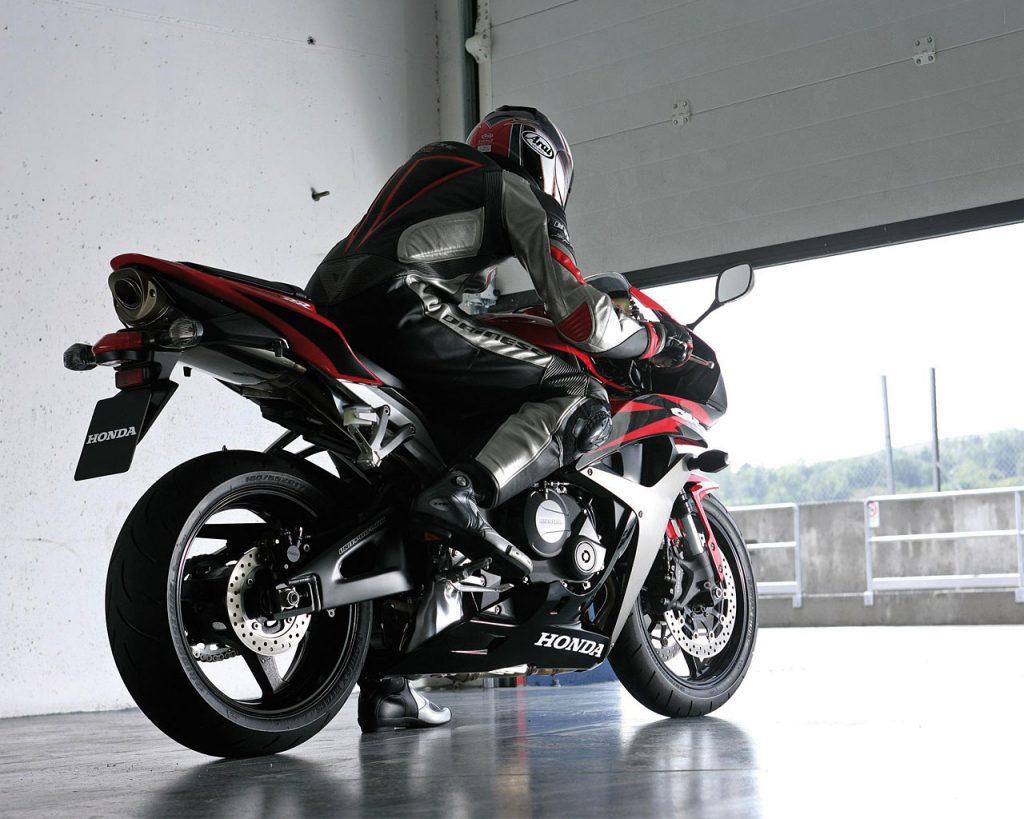 ภาพ Honda CBR600RR สีแดง