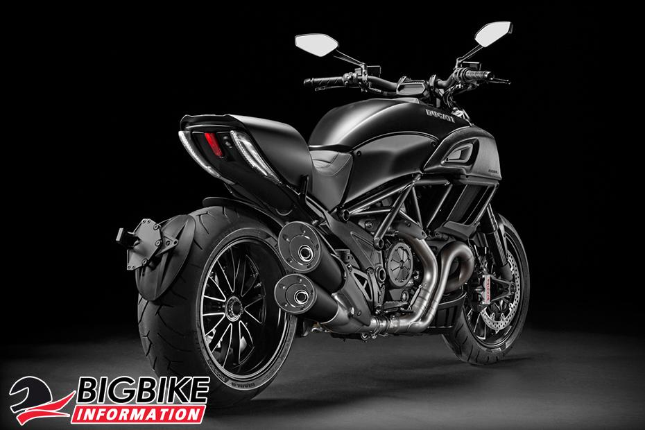 ภาพ Ducati Diavel สีดำ ด้านหลัง