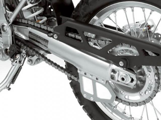 สวิงอาร์มเป็นสวิงอาร์มคู่โครงรถแบบ Perimeter ทำมาจากเหล็ก high-tensile ทำให้น้ำหนักรถเบา