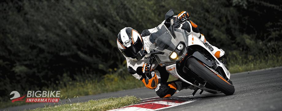 ภาพ KTM RC 250 สีขาว กำลังเข้าโค้ง