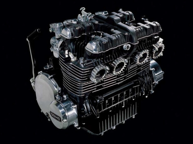เครื่องยนต์ที่ให้มาเป็นเครื่องยนต์บล็อคเดียวกันกับ Z900 แต่ได้ตัดแรงม้าออกไปจาก 125 แรงม้า เหลือ 111 แรงม้า