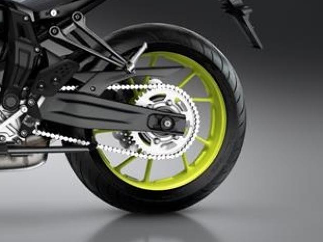 ระบบกันสะเทือนด้านหลังเป็นแบบ โช้คเดี่ยว สวิงอาร์ม Adjustable link Monocross ล้อหลังเป็นแบบล้อแม็กซ์ อลูมิเนียม ขนาด 17 นิ้ว