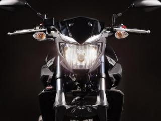 ไฟหน้าเดี่ยวขนาดใหญ่แบบ H4 ที่ให้ความสว่างได้เป็นอย่างดี ยังมีไฟหรี่ที่เป็นไฟแบบ LED