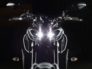 ไฟหน้าคู่ที่โดดเด่น เป็นไฟแบบ LED ยังมี LED Running Lights 2 ดวง