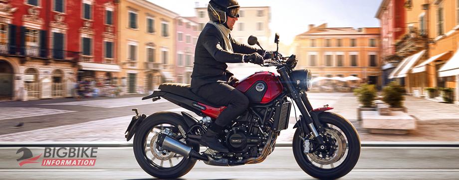 ภาพ Benelli Leoncino 500 สีแดง ด้านข้าง