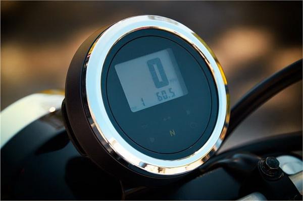 หน้าปัดเรือนไมล์แบบ ดิจิตอล แสดงผลมาตรวัดความเร็ว มาตรวัดระยะทาง