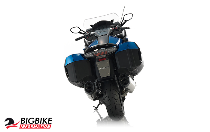 ภาพ BMW K 1600 GT สี Lupin blue metallic / Black storm metallic ด้านหลัง