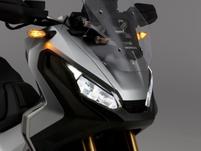 ไฟหน้าคู่แยก ใช้ไฟแบบ LED