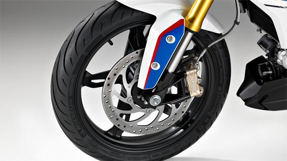 ระบบเบรกด้านหน้าแบบ SINGLE DISC, DIAMETER 300 MM, 4-PISTON FIXED CALIPER, RADIALLY BOLTED ABS