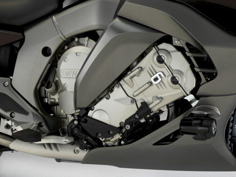 เครื่อยนต์ 4 จังหวะ 6 สูบเรียง 4 วาล์ว/สูบ ขนาดเครื่องยนต์ 1,649 ซีซี