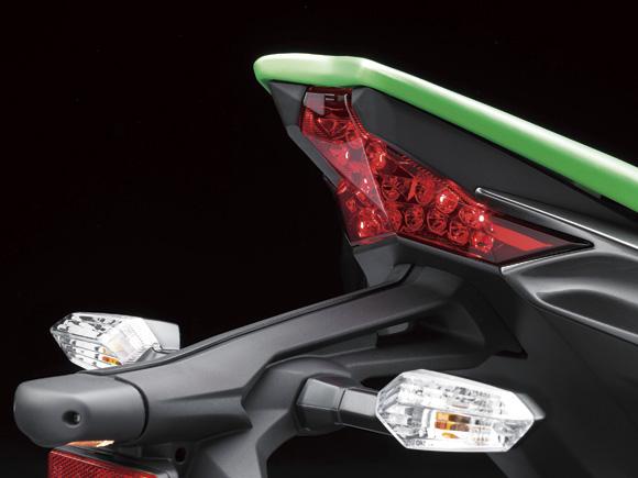 ไฟท้ายเป็นแบบ LED สวยงาม สามารถใช้ไฟท้ายชนิดเดียวกันกับ ZX10R ได้
