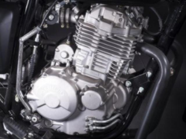 เครื่องยนต์ 1 สูบ 4 จังหวะ SOHC ระบายความร้อนด้วยอากาศ ขนาดเครื่องยนต์ที่ให้มาขนาด 398 ซีซี