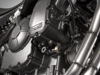 เครื่องยนต์ 2 สูบ 4 จังหวะ 4 วาล์ว DOHC ขนาดเครื่องยนต์ 600 ซีซี