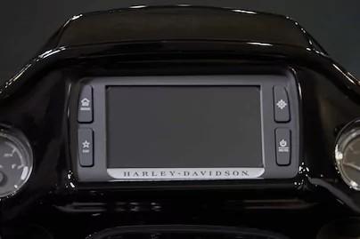 มาพร้อมระบบ INFOTAINMENT หน้าจอสัมผัสขนาด 6.5 นิ้ว พร้อมระบบสั่งการด้วยเสียงสำหรับมือถือแฮนด์ฟรี มีเดีย และยังมีระบบ GPS นำทาง