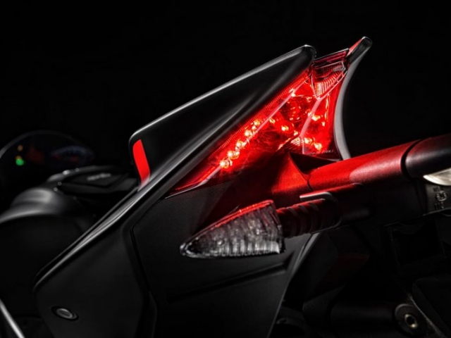 ไฟท้ายออกแบบใหม่ ใช้ไฟแบบ LED
