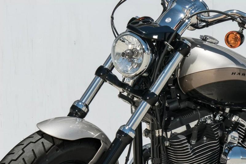 ไฟหน้ากลมเดี่ยว ออกแบบมาในแนวรถคลาสสิก ไฟหน้ายังมีแสงสว่างที่เพียงพอต่อการใช้งานในตอนกลางคืน