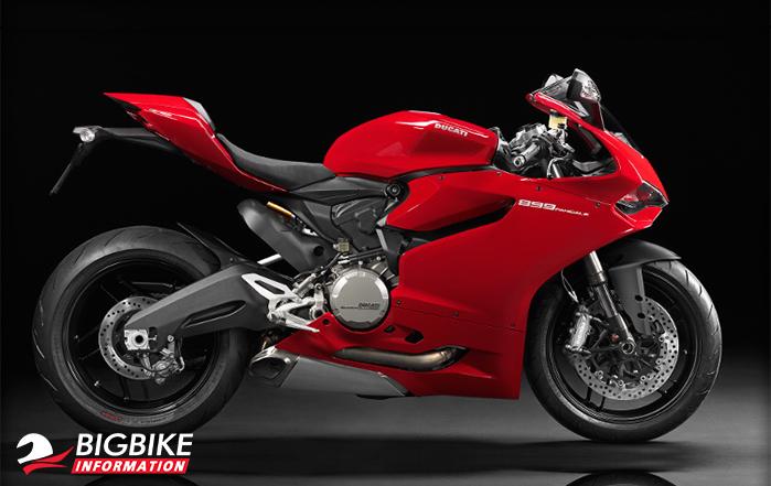 Ducati 899 Panigale สีแดงด้านข้าง