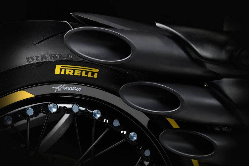MV Agusta รุ่น Dragster 800RR Pirelli ช่วงท่อ