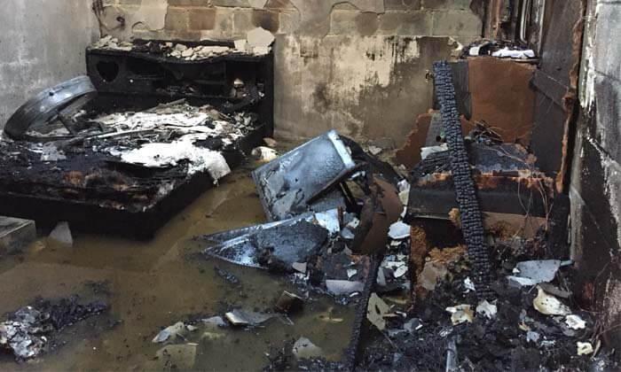 ห้องนอนที่ไหม้ของเจ้าของ ร้านซ่อมบิ๊กไบค์ไฟไหม้