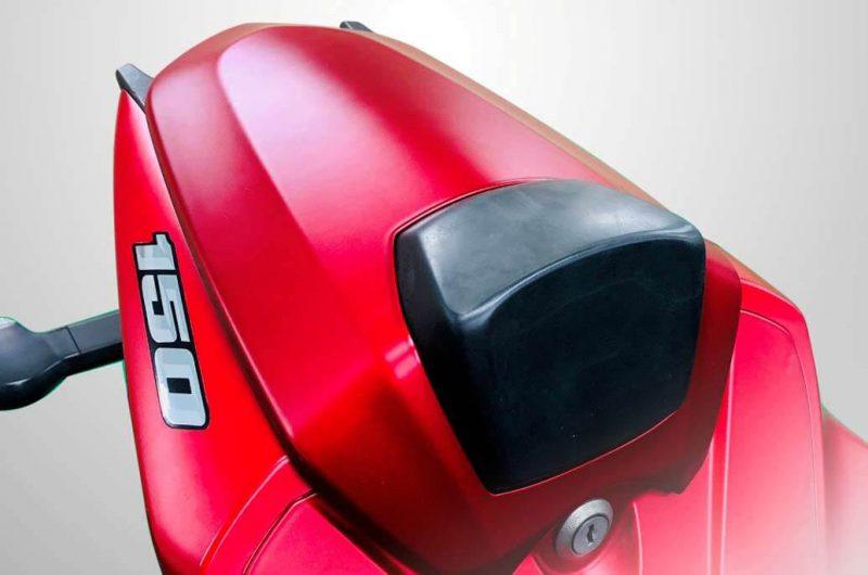 Suzuki GSX-R150 รุ่น Color Matt Red ช่วงท้ายเบาะนั่งคนซ้อน