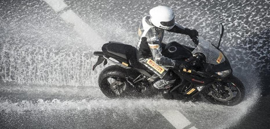 ขับบิ๊กไบค์ในสภาพถนนเปียก