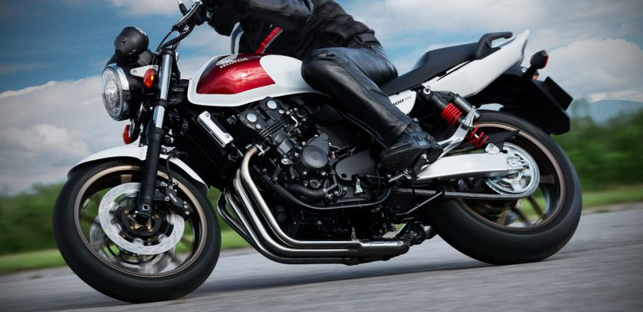 ปัดฝุ่นตำนาน Honda CB400SF พร้อมการปรับเปลี่ยนโครงสร้างครั้งยิ่งใหญ่