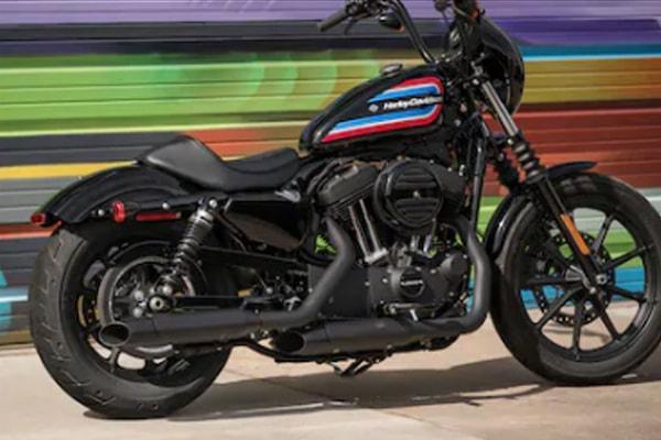 Harley Davidson Sportster Iron 1200 สีเคลือบดำแบล็กเอาต์