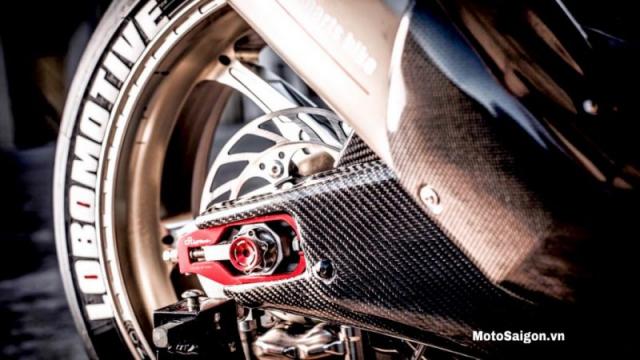 Yamaha TMax 500 กับท้ายรถเวอร์ชั่น R1 ลวดลายคาร์บอน์ช่วงท่อ