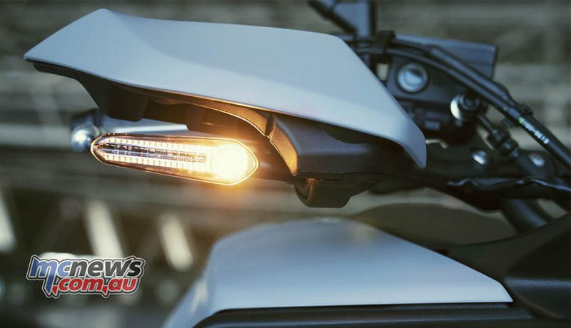 handguards ของ เทรเซอร์ 700 2020 ที่มีแฟลช LED ขนาดกะทัดรัดและน้ำหนักเบาติดตั้งอยู่ด้วย
