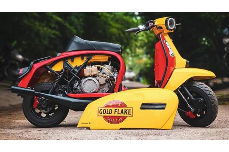 ดัดแปลง Lambretta กับโทนสีเหลืองและสีแดงพร้อมตราสัญลักษณ์ Gold Flake