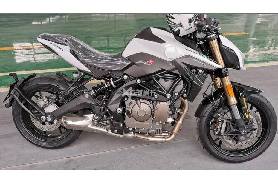 พบถูกถ่ายภาพ Benelli SRK600 เผยให้เห็นจักรยานยนต์เต็มคัน