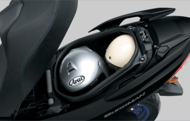 Suzuki Burgman 400 ABS 2020 ที่เก็บของใต้เบาะ